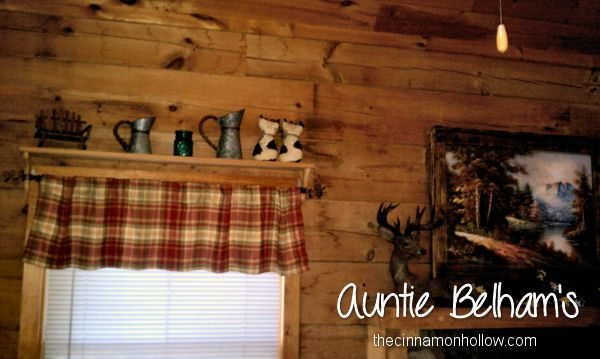 """Country Charm"" Auntie Belham's Cabins"