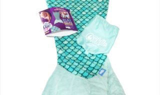 Gift Your Little Mermaids This Fun Mermaid Tail Blanket
