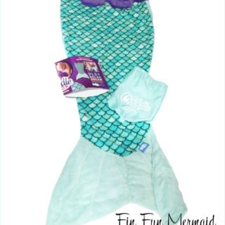 Gift Your Little Mermaids This Fun Mermaid Tail Blanket