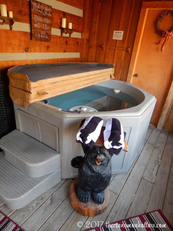 Hapey Memories Cabin Hot Tub