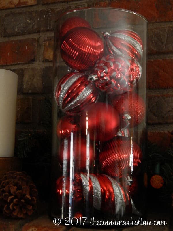 Christmas Decorations Ideas: Ball Ornaments In A Glass Cylinder
