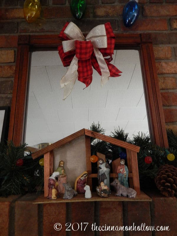 Christmas Decorations Ideas: Mirror and Nativity