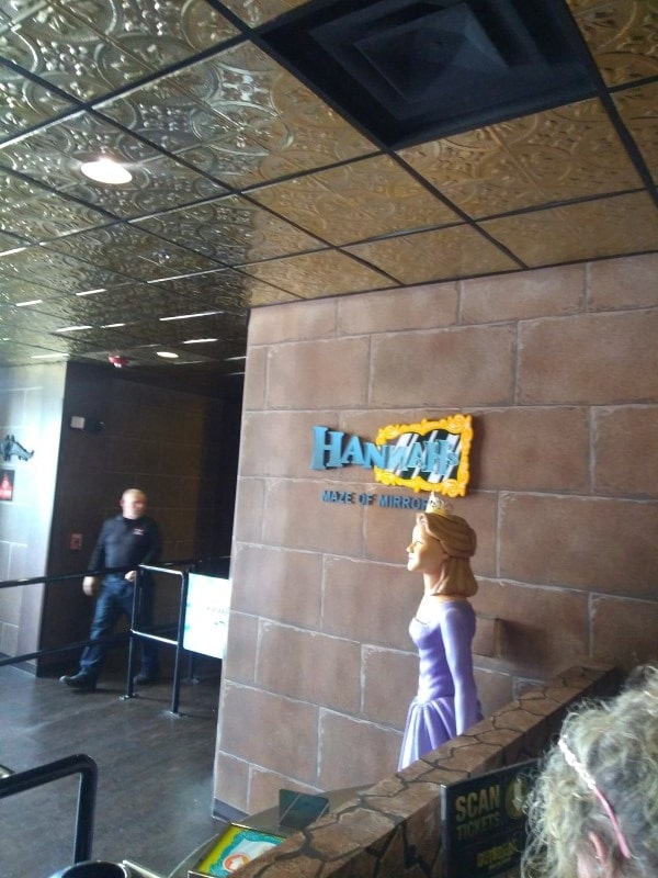Hannah's Mirror Maze - Hollywood Wax Museum - Castle Of Cha
