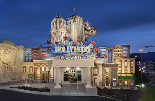 Save $2 On Hollywood Wax Museum Tickets All Access Pass!