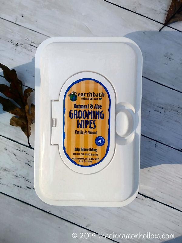 Earthbath Oatmeal & Aloe Dog Grooming Wipes