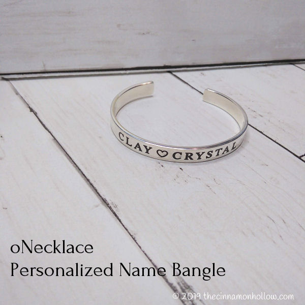 oNecklace Personalized Name Bangle